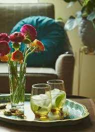 zwei getränke und eine vase mit blumen bilder kaufen