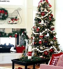 28 Creative Christmas Tree Decorating Ideas Martha Stewart Styles