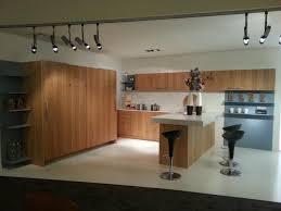 usine cuisine cuisine aménagée en bois massif moderne