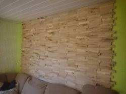 wandgestaltung wohnzimmer mit eiche riemchen und indirekter