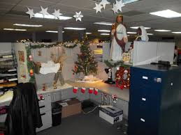 Simple Cubicle Christmas Decorating Ideas by Interior Design Creative Bay Decoration Themes In Office For