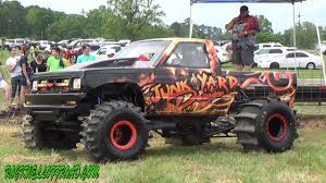 100 Mud Truck Video JUNKYARD DIVAS NEW MUD TRUCK YouTube