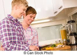 lesbienne dans la cuisine images photos de lesbienne cuisine 58 photos et images libres de