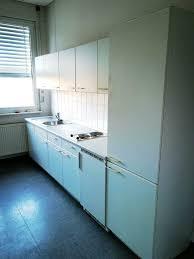 küche küchenzeile mit geschirrspüler kühlschrank und herd