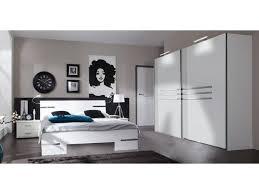schlafzimmer in alpinweiß chrom dekor