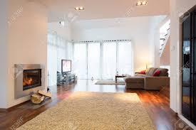 weißes licht wohnzimmer mit kamin in residence