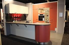 schüller musterküche inselküche tresen küche mit kochinsel