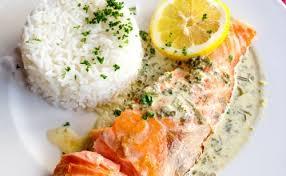 cuisiner pavé de saumon poele saumon grillé à la crème et riz wecook