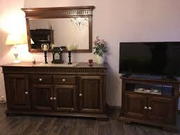 wohnzimmer sideboard bücherregal tv schrank spiegel kolonialstil