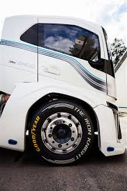 100 Knight Truck Volvo Sets World Speed Record With Iron It Topped