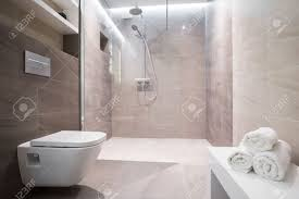 dusche mit glastür in exklusivem badezimmer