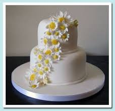 Love This Simple Cascading Daisy And White Fondant Wedding Cake