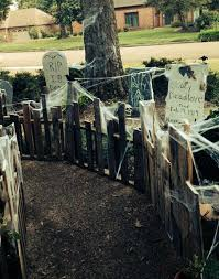 Halloween Cemetery Fence by 25 Freaky And Creepy Halloween Yard Decorations House Design And