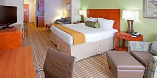 Holiday Inn Express & Suites Westfield Hotel by IHG