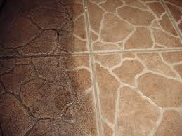 cleaning floor grout with vinegar