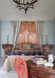 Cabeceros de cama con ventanas recicladas Cabeceiros de cama