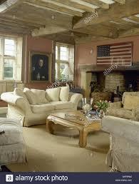 rustikal land wohnzimmer mit holzbalkendecke amerikanische