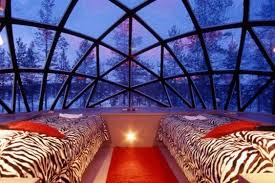 Thermal Glass Igloos fer Views of the Northern Lights at