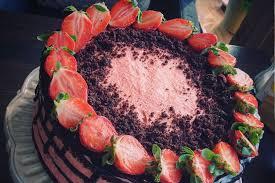 erdbeer schoko torte mit schoko oder hellem biskuit zuckero