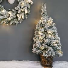 Flocked Christmas Trees Uk by 60cm Pre Lit Battery Snow Covered Potted Christmas Tree With Timer