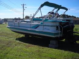 Hurricane Fun Deck 201 by 1990 Used Hurricane Fd 196 Deck Boat Deck Boat For Sale 4 295