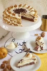 herbstliche walnuss birnen torte mit preiselbeeren