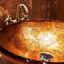 fototapete goldenes waschbecken im teuren bad