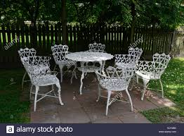 White Wrought Iron Metal Table Chairs Patio Furniture Shade ...