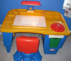 Little Tikes Desk With Lamp And Chair by Step 2 Master Art Desk On Popscreen