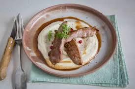 comment cuisiner les aiguillettes de canard recettes aiguillette de canard par l atelier des chefs