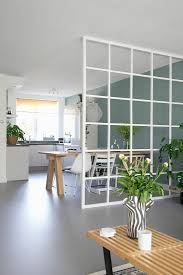 gitter als raumteiler zwischen wohnküche bild kaufen