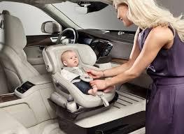 siege bebe devant voiture volvo réinvente le transport de bébé automobile
