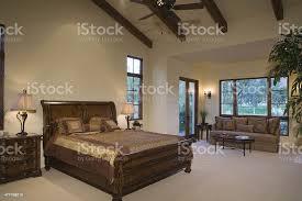sleighbett und sofa im geräumigen schlafzimmer stockfoto und mehr bilder bett