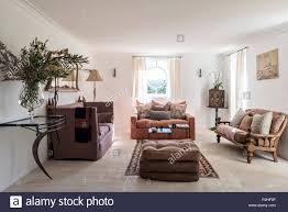 pastellfarbenen möbel im wohnzimmer des 18 jahrhunderts