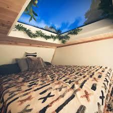 micro house auf rädern verfügt über dachfenster dusche und