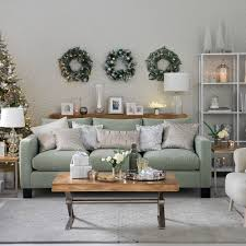 A Smart Sofa Simple Flooring And Lots Of Rustic Wood Are The Perfect Basics For Putting Together An Elegant Country Scheme Swap Neutral Accessories