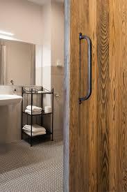 rustikale schiebetüren in hotel sielanka reno türen