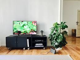 tv regal auf rollen contemporary family room berlin
