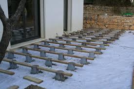 terrasse composite espacement lambourdes faire plot beton pour