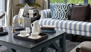wohnzimmer idee deko für den beistelltisch mit glasglocke