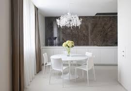 Elegant Round Dining Table With White Crystal Chandelier Light And