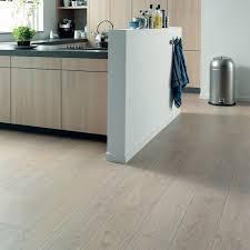 sol vinyle cuisine sol vinyle pour la cuisine comment le choisir kitchens