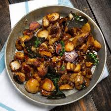 cuisiner cepes frais poêlée de cèpes frais à l échalote ou à l ail et au persil recette