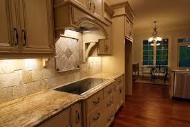plan de travail cuisine bois brut cuisine plan de travail bois stunning cuisine brillante avec un