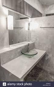 innenraum eines modernen bad polierten beton stil