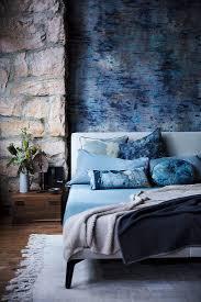blau melierte wand und natursteinwand im bild kaufen