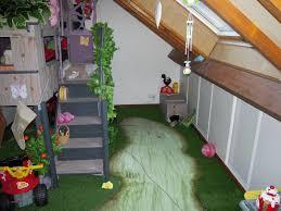 chambre enfant cabane cabane chambre enfant une cabane trs colore structure en bois