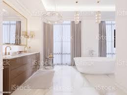 modernes bad mit waschtisch und spiegel in einem goldrahmen mit wandlen an der wand ein niedriger tisch mit ausstattung dusche und einem modernen