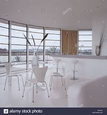 100 Pent House In London Dining Area With Modern Furniture In Round White Penthouse