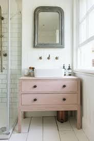 choisissez un meuble de salle de bain dans le style et la